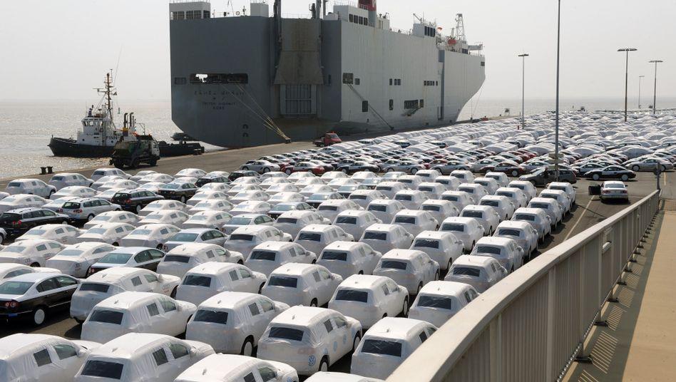 Autoverladung bei Volkswagen in Emden: Der Autobauer profitierte im ersten Quartal auch von einer Schwäche bei Toyota