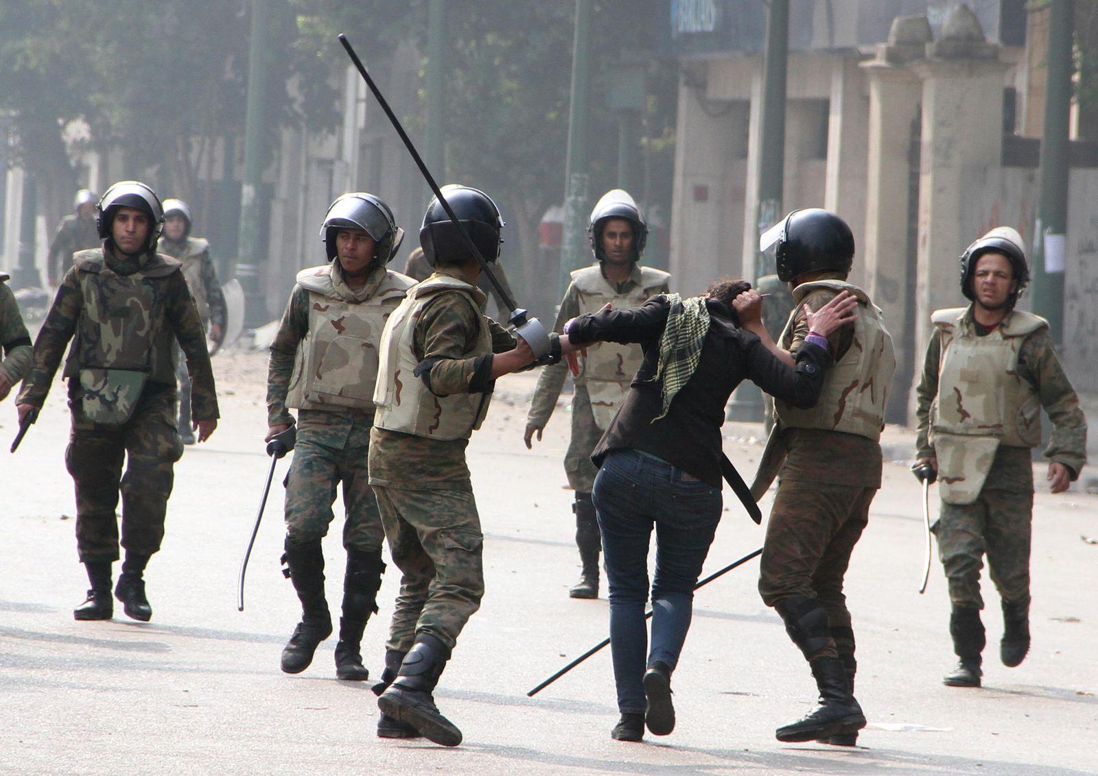 Kairo / Frau / Verhaftung