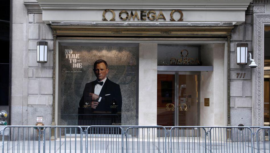 Geschlossener Laden der Swatch-Marke Omega an der New Yorker 5th Avenue im Mai dieses Jahres