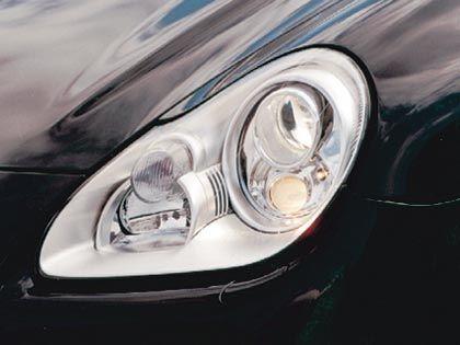 Pfiffige Lichttechnik: Eine Zusatzleuchte im Scheinwerfer wird bei starkem Lenkeinschlag zugeschaltet und leuchtet dann die Innenseite der Kurven aus