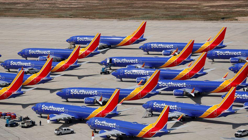Und sie bewegen sich nicht: Die Boeing-Maschinen des Typs 737 Max bleiben weltweit am Boden - und kosten den jeden Tag ein Vermögen