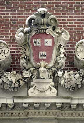 """Veritas"" im Uni-Wappen: Dunkles Geraune über Moral"