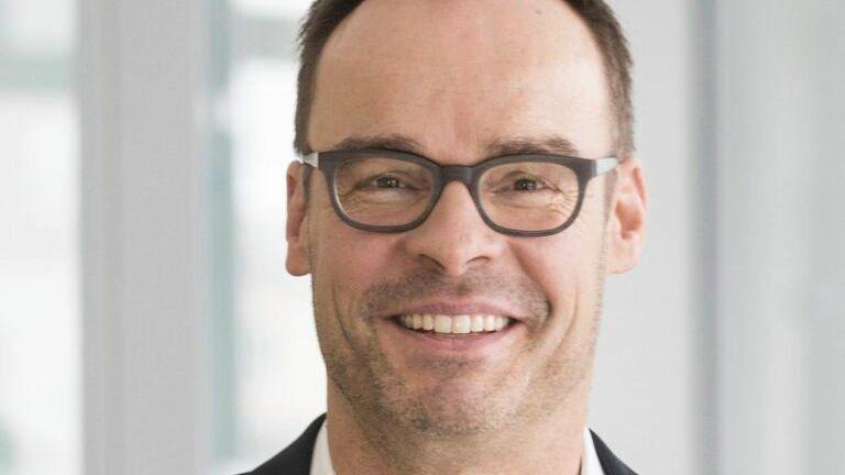 Lachender Dritter: Zooplus-Gründer Cornelius Patt kann zwischen zwei konkurrierenden Angeboten wählen