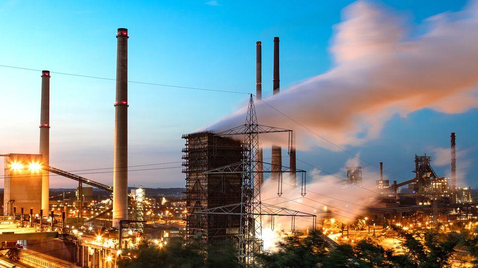 Stahlwerk von Thyssenkrupp in Duisburg, Nordrhein-Westfalen: Das Werk soll von RWE mit grünem Wasserstoff versorgt werden
