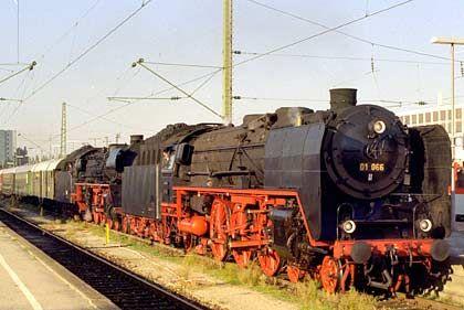 Seit 30 Jahren im Dienst des Bayerischen Eisenbahnmuseums: Eine Luci von Hoechst Gersthofen, gebaut 1916. Das Betriebswerk des Museums ist im Zustand der 50er Jahre wiederhergestellt worden
