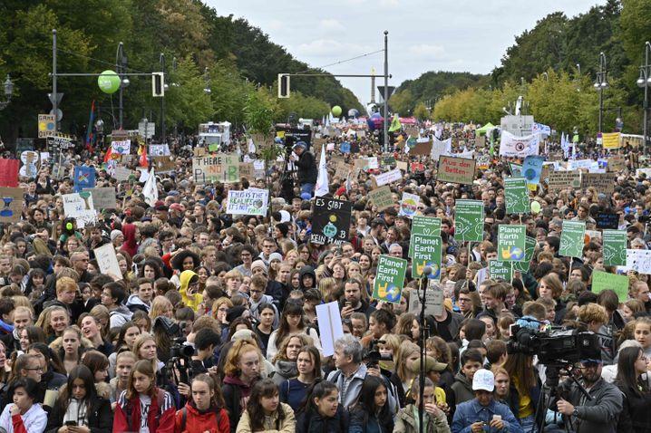 In Berlin demonstrierten Freitagmittag ungefähr 80.000 Teilnehmer für mehr Klimaschutz