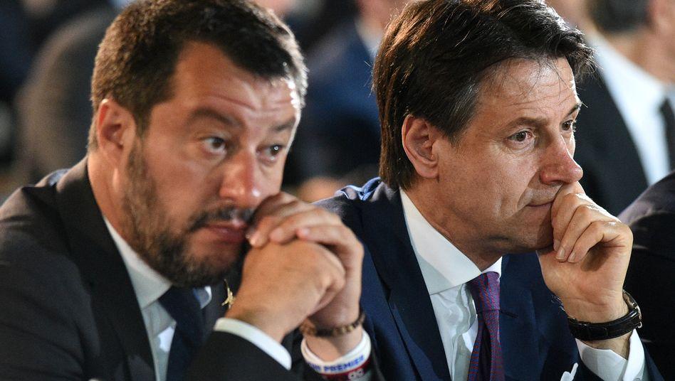 Lega-Chef und Innenminister Matteo Salvini (links) neben Premier Giuseppe Conte
