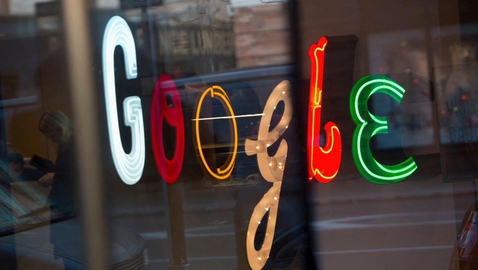 Marktforscher hatten Google in den USA 2012 einen Marktanteil von 65 Prozent attestiert. Dieser soll nun deutlich höher gewesen sein. In Europa dominiert Google mit einem Anteil von 95 Prozent den Markt.