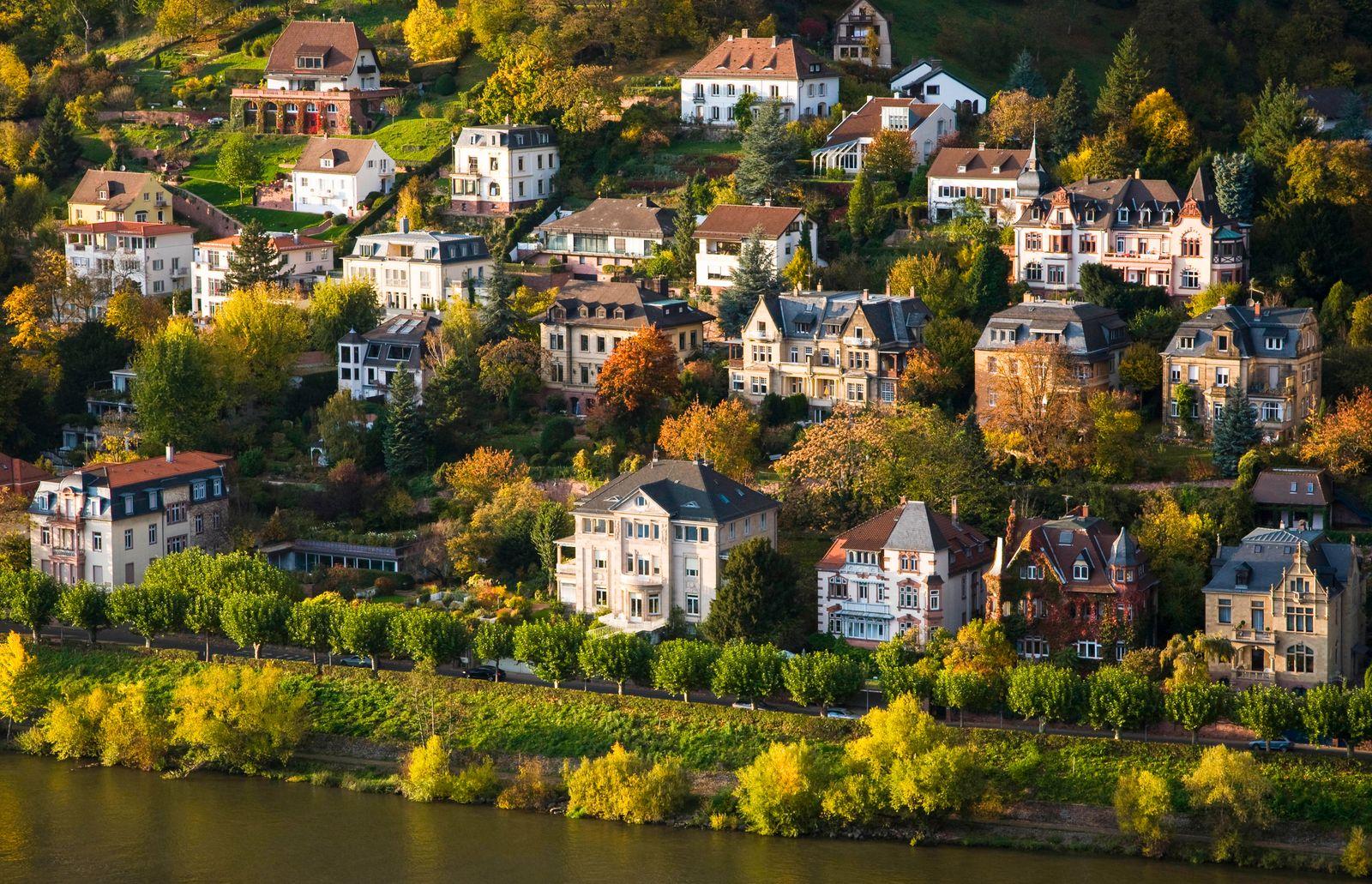 Germany, Baden-Wurttemberg, Heidelberg, Villas on bank of Neckar river WDF06428