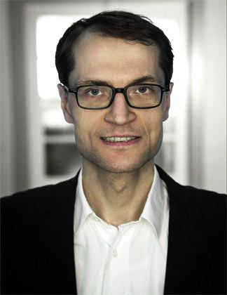 Willi Schroll ist Senior Foresight Consultant bei Z_Punkt. Er ist Experte für Emerging Technologies und ihre Implikationen für das Business.