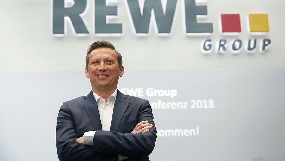 Beiratschef beim 1. FC Köln und Rewe-Chef: Lionel Souque gebietet über ein Handelsgeschäft mit Marken wie Rewe, Penny und Toom sowie über die DER Touristik