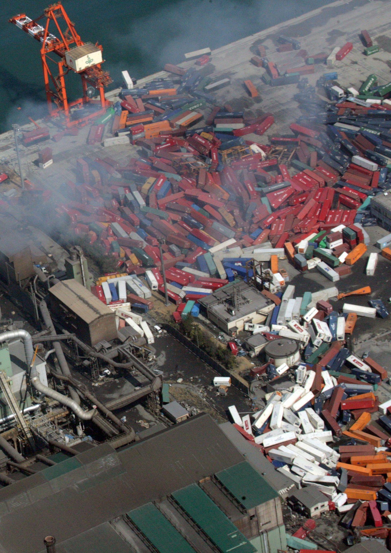 Japan / Erdbeben / Tsunami / zerstörter Hafen von Sendai