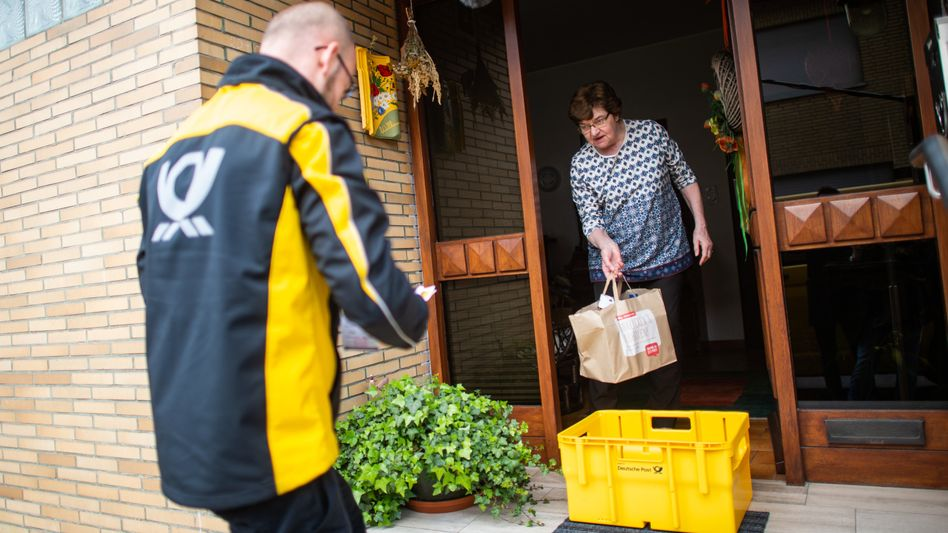 Zu den schlimmsten Zeiten der Coronavirus-Pandemie stellten Postzusteller sogar Lebensmittel in Postboxen zu