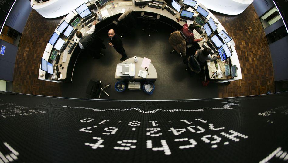 Börse in Frankfurt: Dax und Dow Jones brechen ein