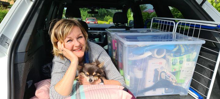 Die Augenärztin, die im Kofferraum schläft: Augenärztin Gabriele Brumm in ihrem SUV