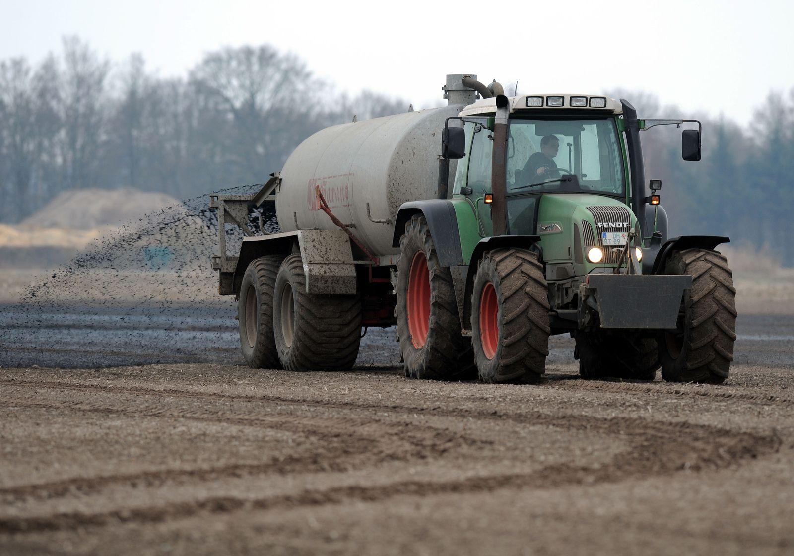 Feld / Landwirtschaft / Duenger
