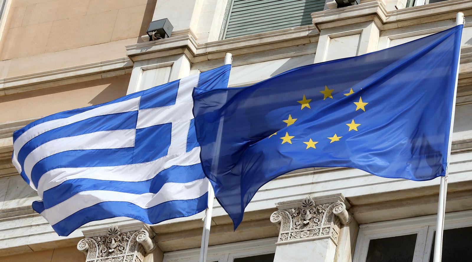 Griechische unn europäische Fahne
