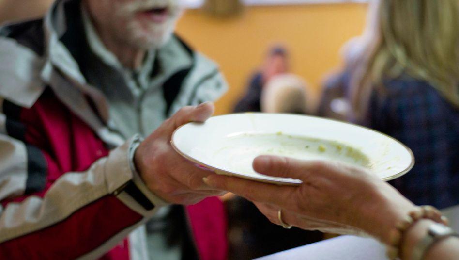 Suppenküche: Menschen, die von sozialer Teilhabe ausgeschlossen sind