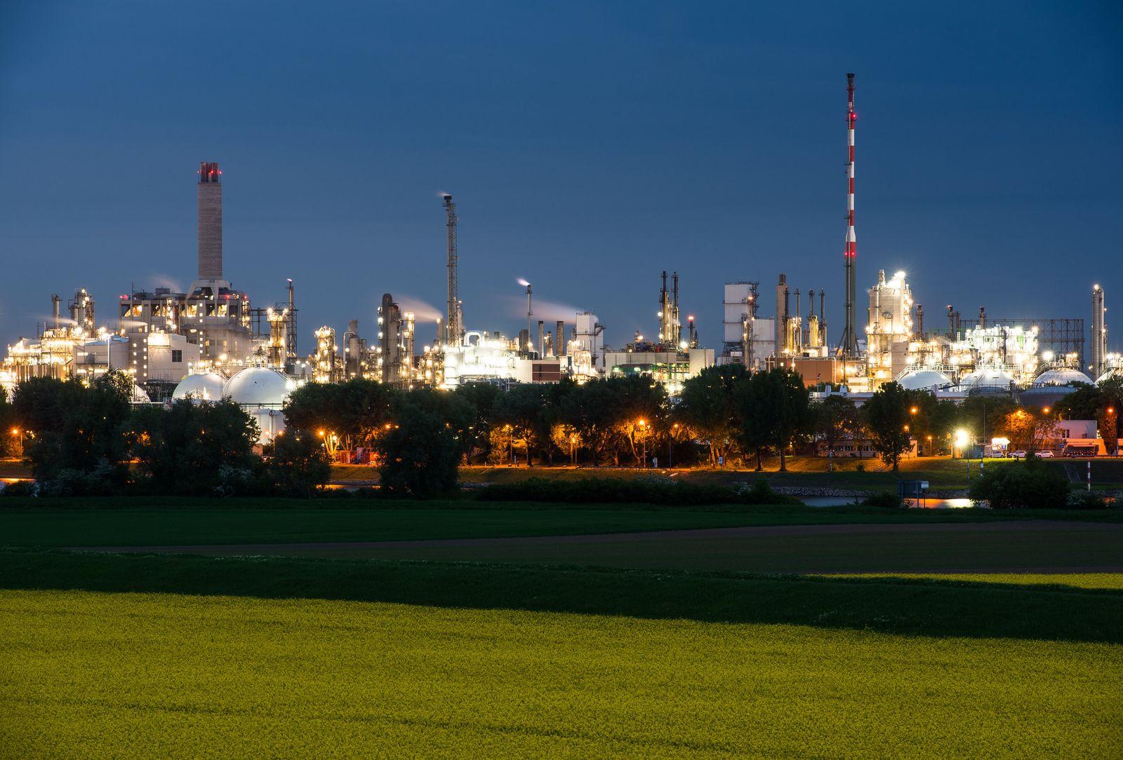 BASF streicht Jahresprognose zusammen - Aktienkurs sackt ab