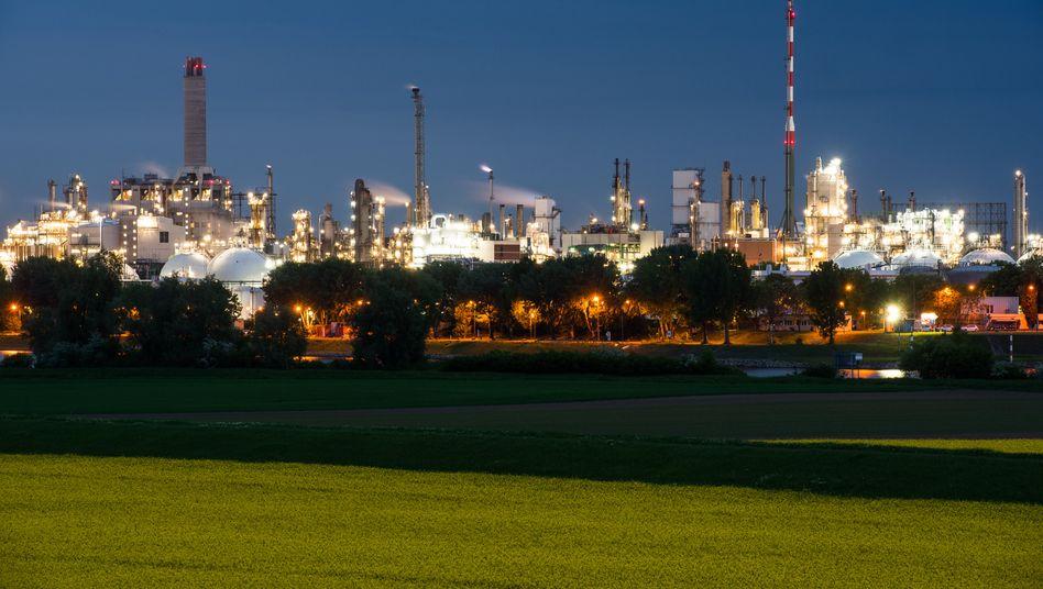 BASF-Chemiepark in Ludwigshafen: Die Autoindustrie verhagelt dem Chemiekonzern die Jahresziele