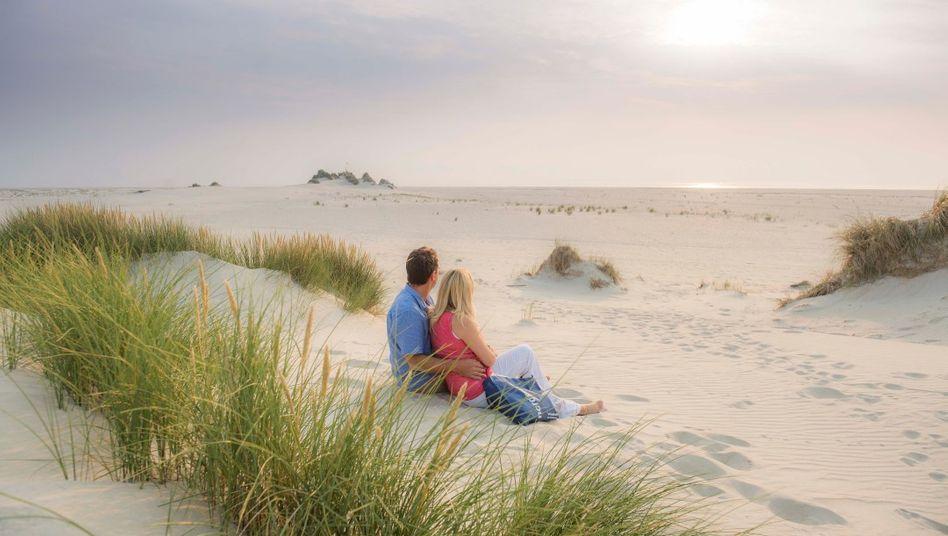 Endloser Sandstrand auf Amrum: Die Insel will wie Föhr und Sylt erst später für Tagestouristen öffnen