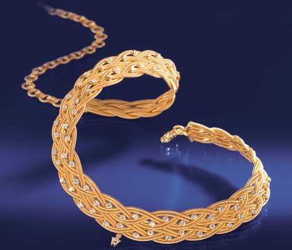 """Kunstvolles Geflecht: Das Collier """"Iphigenie"""" aus Perlen und 18-karätigem Gold"""