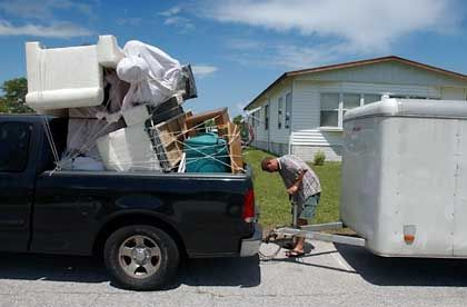 """Packen: Während sich Hurrikan """"Frances"""" dem US-Staat Florida nähert, packt eine Familie aus Tampa ihre Sachen"""