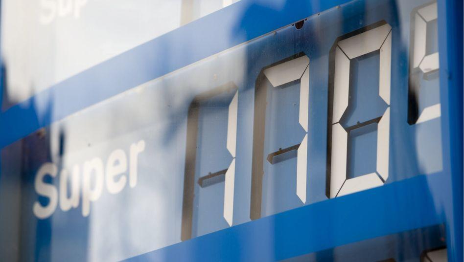 Mehr Kontrolle geplant: Die Bundesregierung will per Gesetz eine Meldepflicht für alle Tankstellen durchboxen und zumindest für mehr Transparenz sorgen