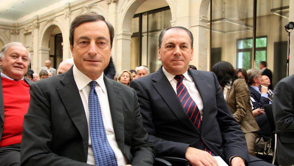 Kontrahenten Draghi (l.) und Weber: Der Sparer ist der Dumme