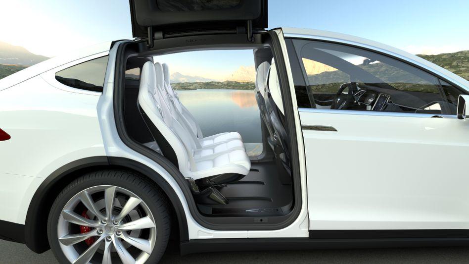 Bitte einsteigen: Das Model X (Bild) und Model S von Tesla haben sich im ersten Halbjahr nicht so gut verkauft wie prognostiziert.
