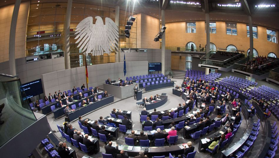 Deutscher Bundestag: Der chaotische Umstieg von der Atomkraft zu den erneuerbaren Energien sorgt für Preissteigerungen