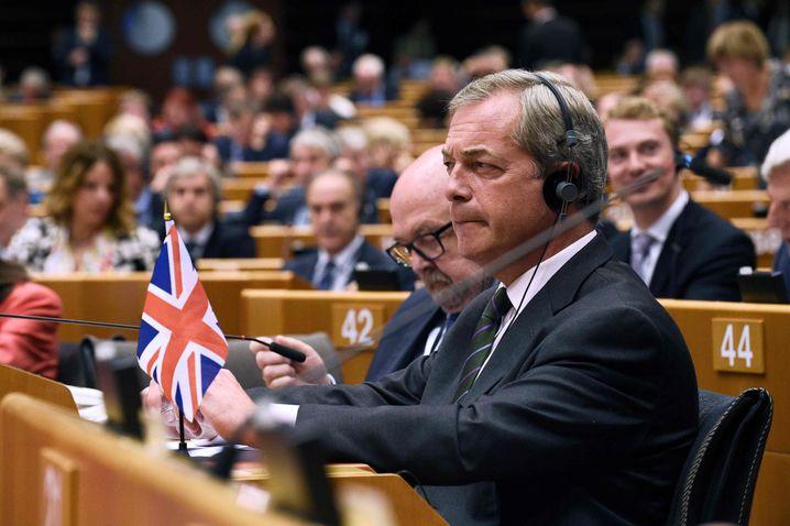 """Ukip-Chef Farage: """"Wir werden der beste Freund der EU sein"""". Der EU-Parlamentarier wurde während seiner Rede in Brüssel mehrfach ausgebuht"""