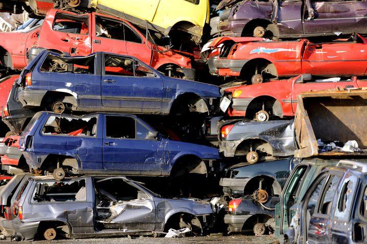 Schrottplatz bei Hamburg: Ohne Typgenehmigung droht Fahrzeugen die Stilllegung