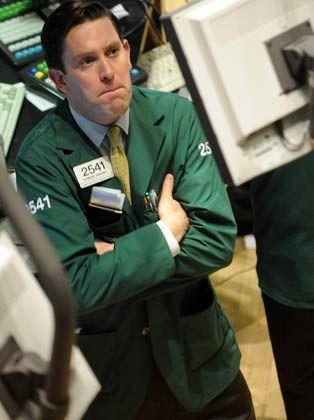 """Wo ist die """"zweite Welle""""? Edward Sweeney, Händler bei Lehman Brothers, beobachtet die Kursentwicklung"""