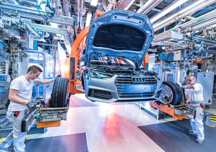 Audi will die Autoproduktion im Stammwerk Ingolstadt voraussichtlich Ende April schrittweise wieder anlaufen lassen.