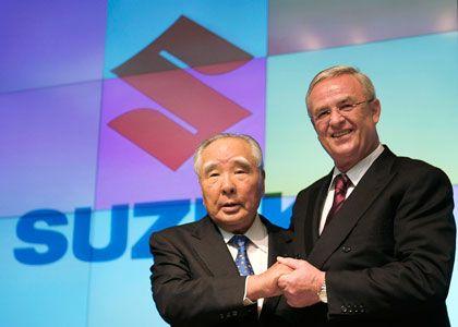 Neue Allianz: Volkswagen-Chef Martin Winterkorn und Suzuki-Chairman Osamu Suzuki am Mittwoch in Tokio