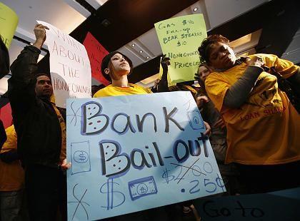 Protest gegen Bear-Stearns-Notverkauf: Die New Yorker Investmentbank ist das bisher größte Opfer der Krise. Konkurrent J. P. Morgan übernahm das Haus im März mithilfe der US-Zentralbank