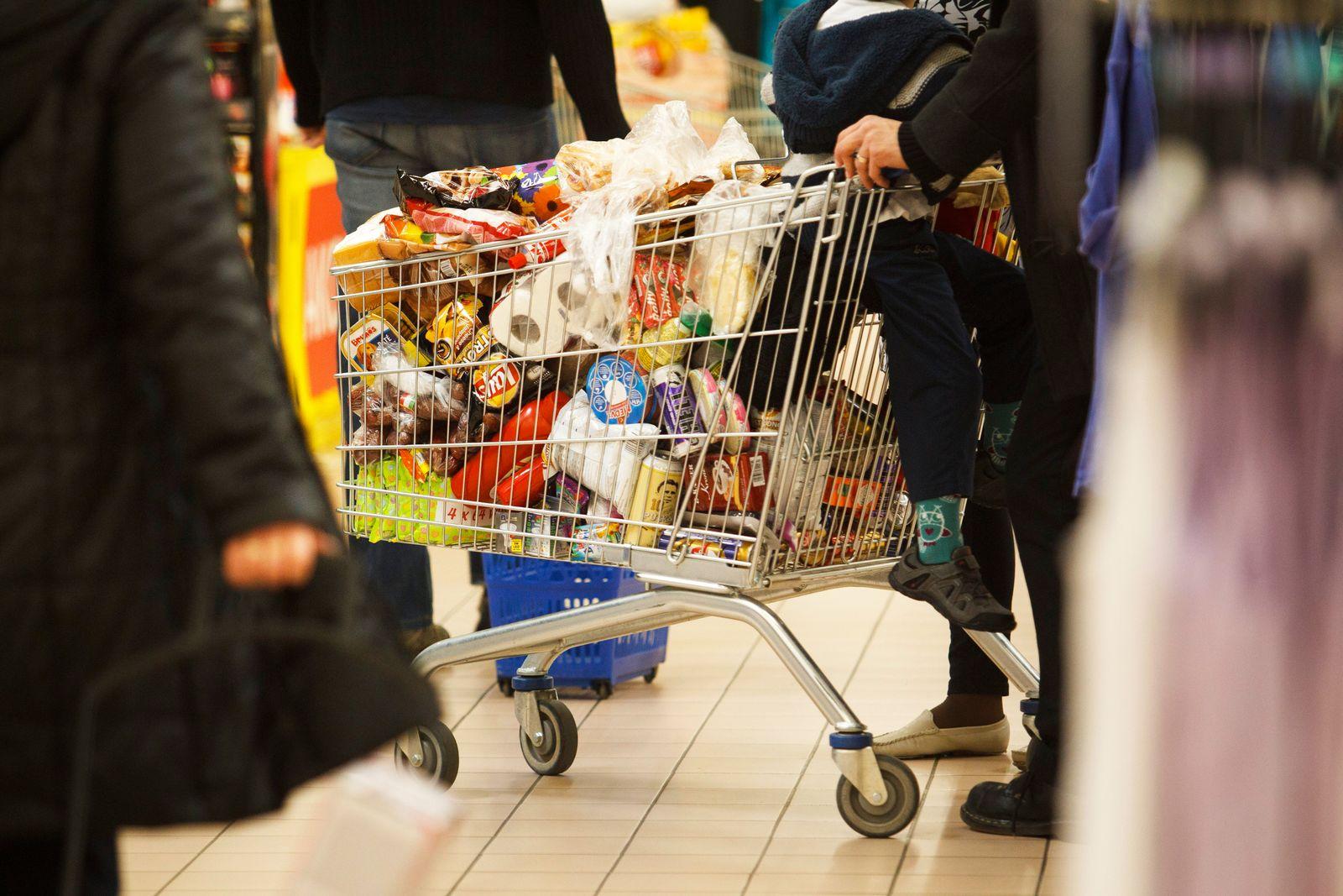 Ungarn Supermarkt / Einkaufswagen
