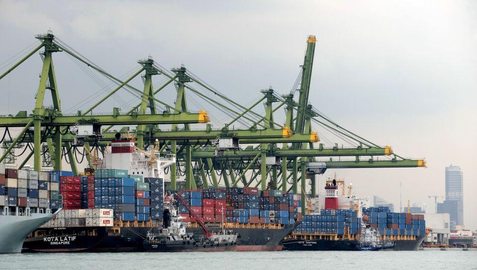 Hafen in Singapur: Die Konjunktur in China wird sich laut HSBC in den nächsten Monaten weiter abkühlen