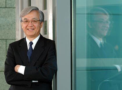 Tadashi Arashima ist seit Juli 2006 Präsident und CEO von Toyota in Europa. Er ist außerdem Präsident der Marketing- und Vertriebsorganisation sowie Managing Officer bei der Toyota Motor Corporation in Japan.