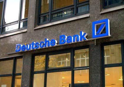 Deutsche-Bank-Filiale in Hamburg: Teure Risikovorsorge für faule Kredite