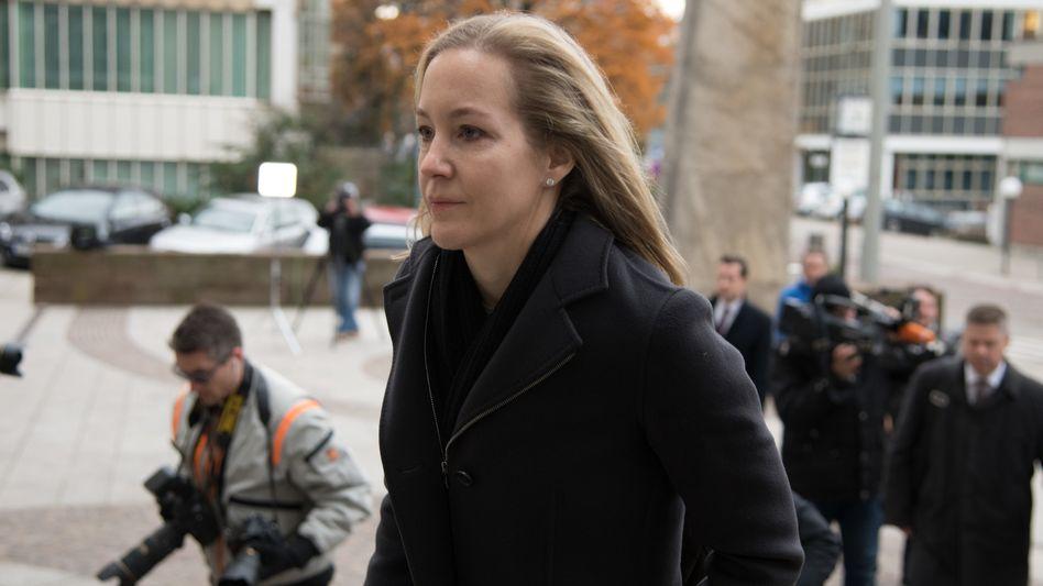 Meike Schlecker im November 2017 auf dem Weg ins Stuttgarter Gerichtsgebäude.