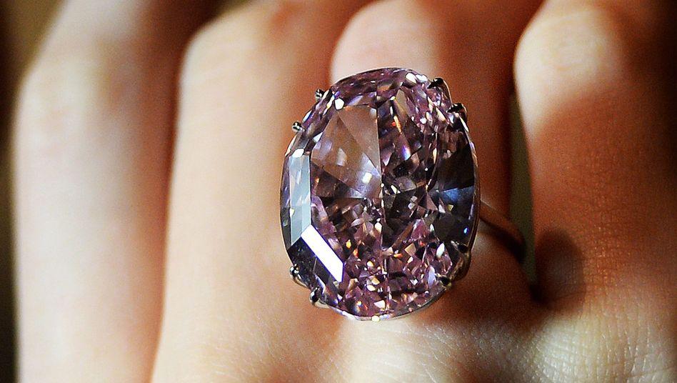 """Für 62 Millionen Euro versteigert: Der außergewöhnliche Diamant """"Pink Star"""""""