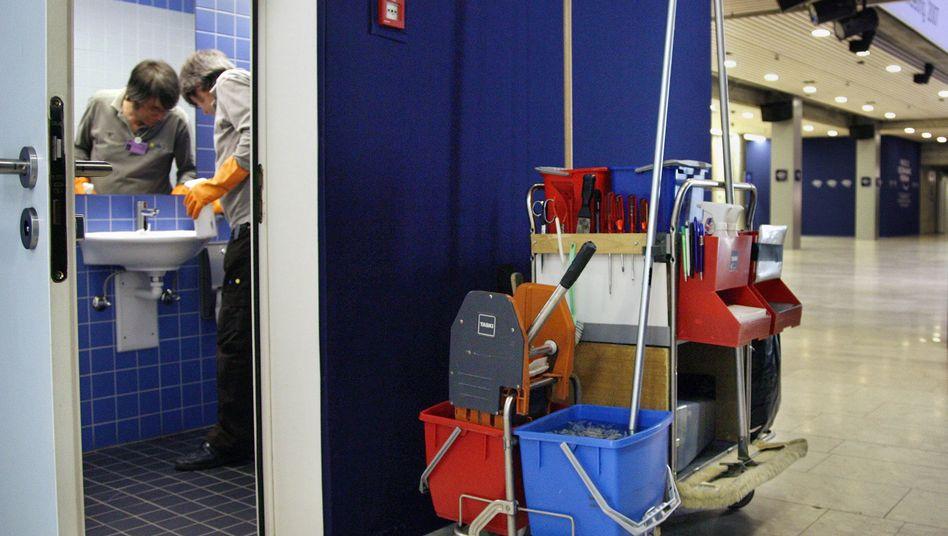 Reinigungskraft: Höhere Verdienstgrenze für Minijobs geplant