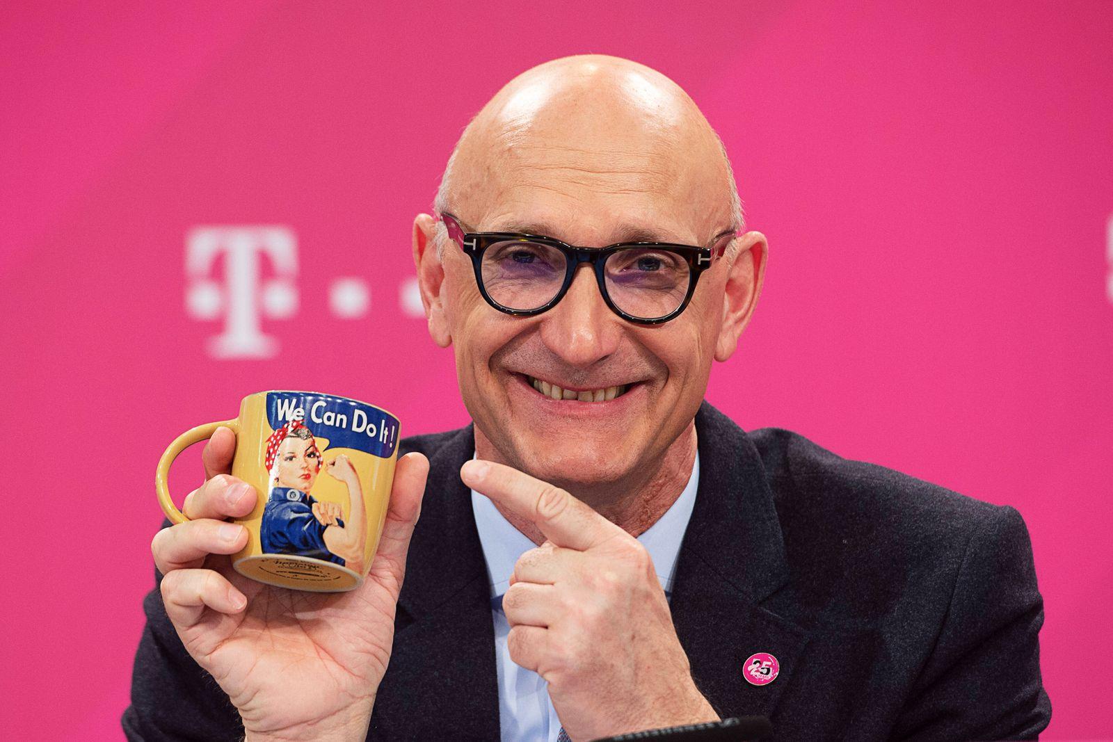Timotheus HOETTGES, Hˆttges, Vorstandsvorsitzender, CEO, Bilanzpressekonferenz der Deutschen Telekom AG in Bonn, 19.02.2