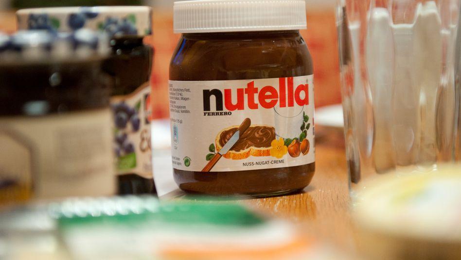 Nutella auf einem deutschen Frühstückstisch (Archivaufnahme)