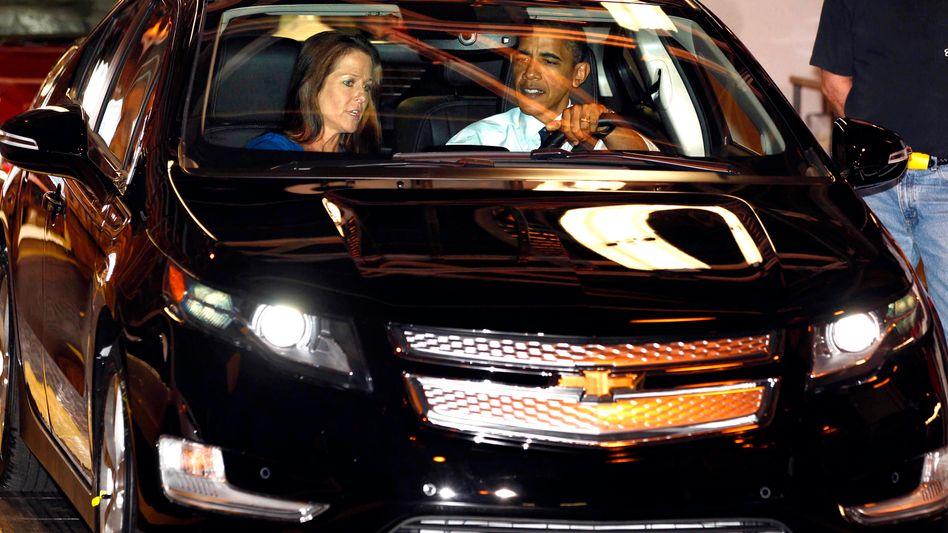 US-Präsident Obama am Steuer eines Chevrolet Volt: Die US-Regierung hat GM mit Steuermilliarden gerettet - nun soll der Konzern mit neuen Modellen einen Neustart an der Börse wagen