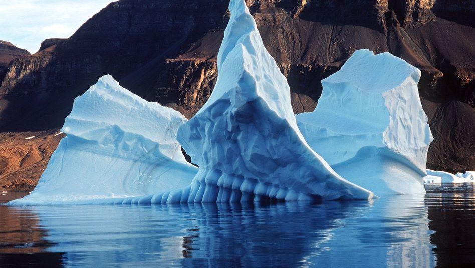 Schmelzender Eisberg: Die Arktis hat sich in den letzten 50 Jahren doppelt so stark erwärmt, wie im globalen Mittel