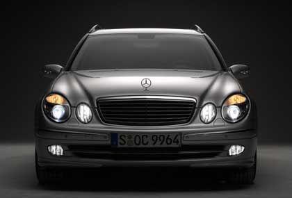 Die Nacht hat viele Augen: Wenn im Sommer die überarbeitete Mercedes E-Klasse vorgestellt wird, soll gegen Aufpreis auch das neue Lichtsystem erhältlich sein