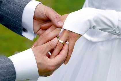 """Eheschließung: Eine Scheidung kommt teuer. Deshalb bevorzugen viele Unternehmen eine strategische Allianz als """"Bündnis light"""""""